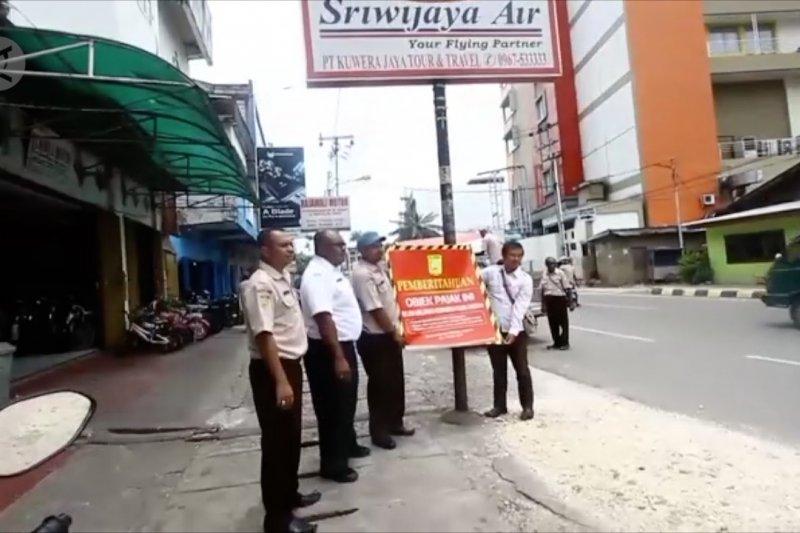 Pemkot Jayapura tertibkan reklame  penunggak pajak