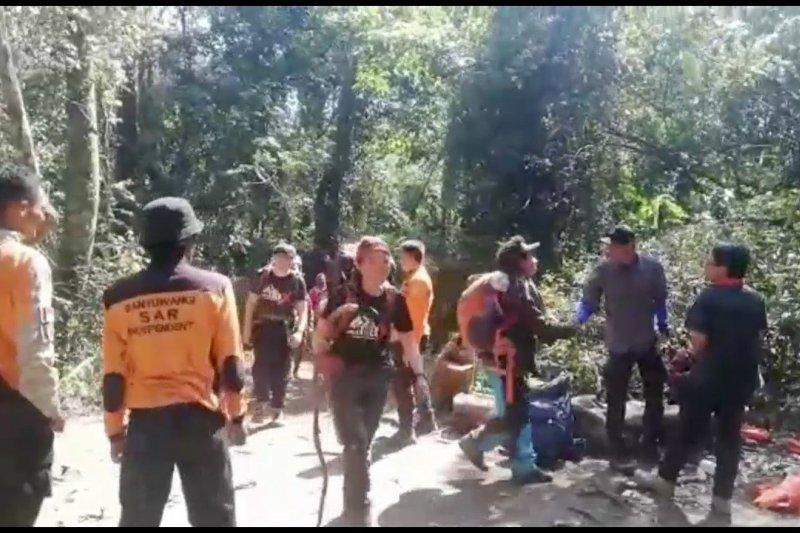 Tim SAR evakuasi 13 pendaki di Gunung Raung