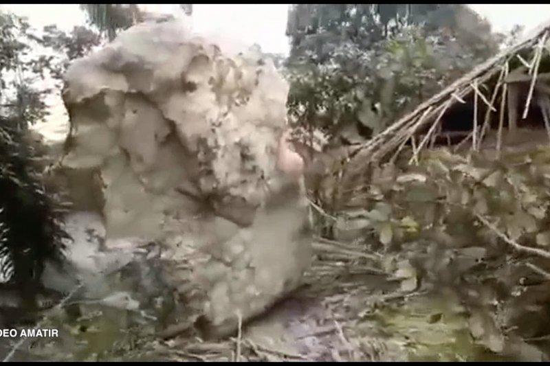 Hujan batu rusak rumah warga Purwakarta, Ridwan Kamil minta usut