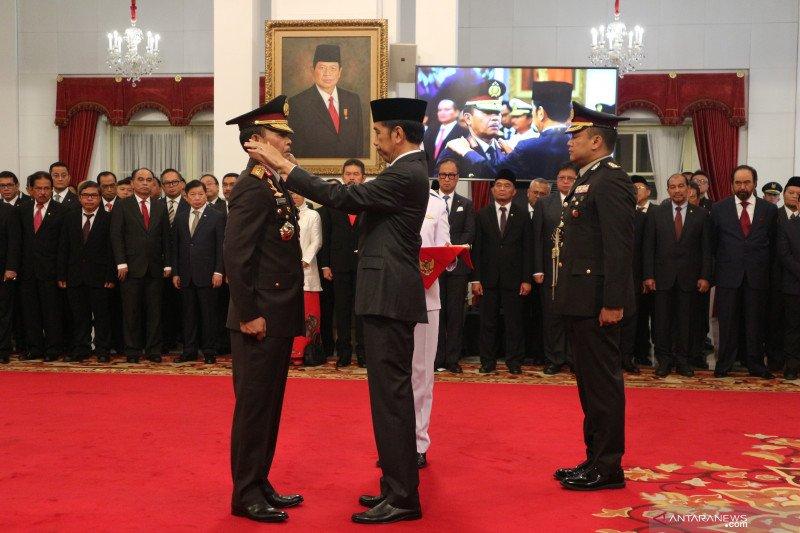 Idham Azis mendapat kenaikan pangkat menjadi Jenderal Polisi