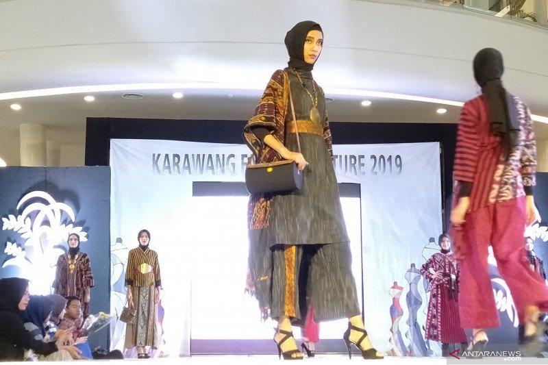"""Desainer Pekanbaru dan Jakarta meriahkan """"Karawang Fashion Culture 2019"""""""