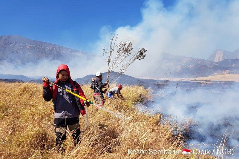 Komunitas pencinta  alam sarankan pendakian Rinjani sementara disetop