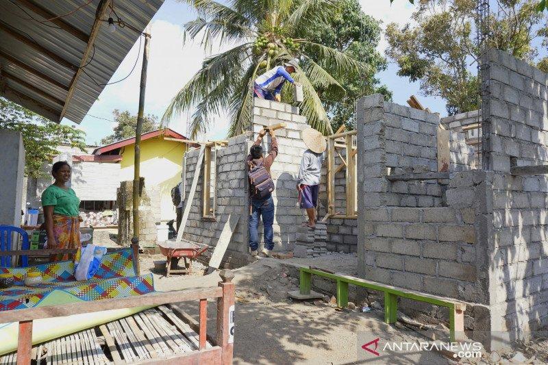 Penyidik memeriksa saksi kasus penggelapan dana rumah tahan gempa