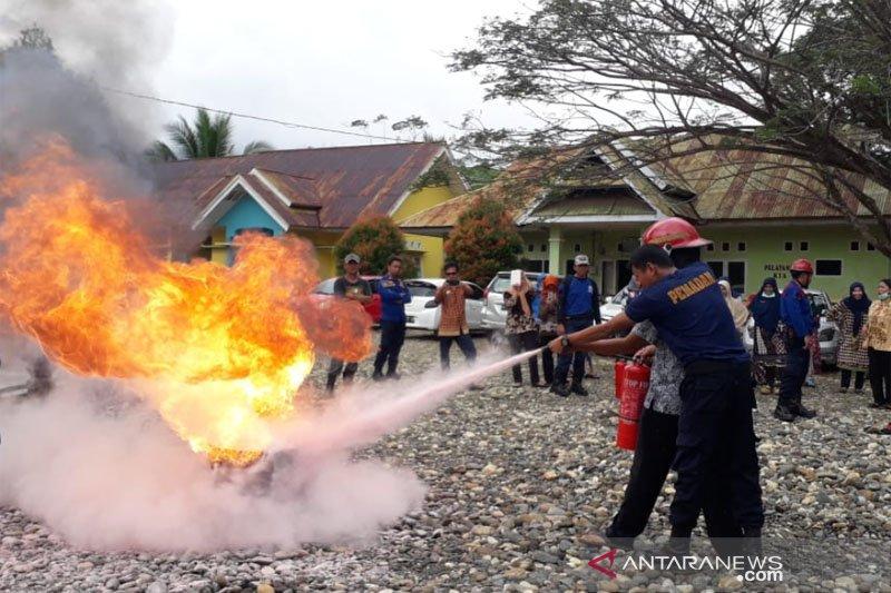 Damkar Lutim sosialisasi penanganan api gunakan APAR