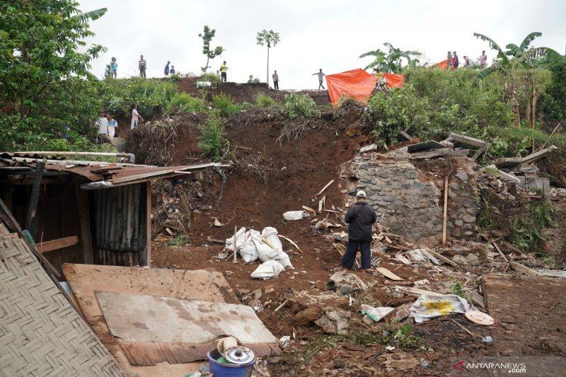 Tanah longsor di Banjarnegara, satu tewas