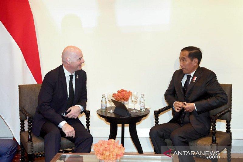 Jokowi sebut 10 stadion siap untuk Piala Dunia U-20 saat bertemu Presiden FIFA