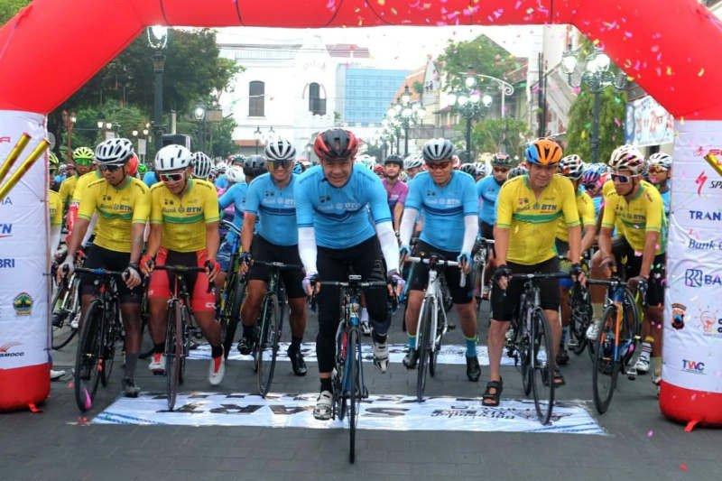 Gubernur lepas Tour De Borobudur dari Kota Lama Semarang