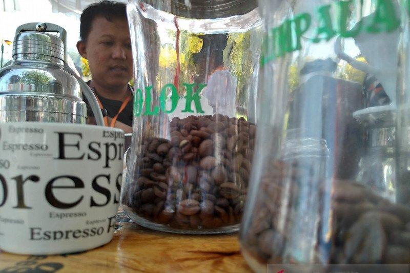 Mato Aia, kopi Batusangkar menggoda di istana