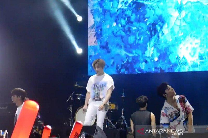 iKON tampil energik di Jakarta dan rayuan Junhoe di panggung (video)