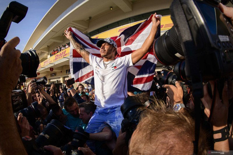 Ucapan selamat terus mengalir kepada Hamilton setelah gelar juara dunia ke-6