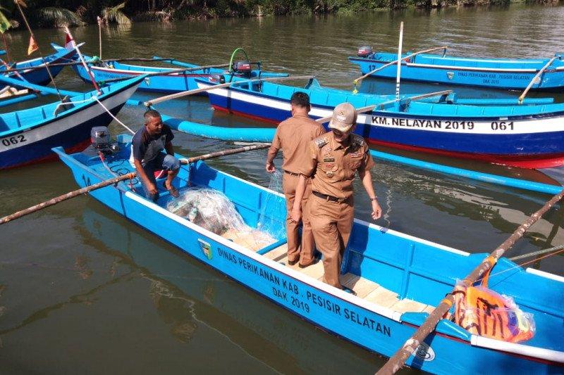 """Nelayan di Pessel terima tiga unit mesin """"ice flake"""" untuk jaga kesegaran hasil tangkapan"""