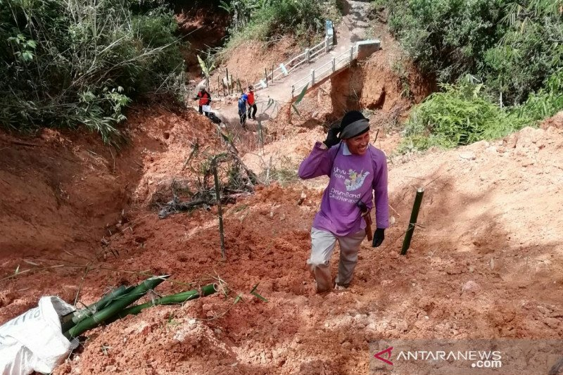 BPCB minta warga antisipasi longsor di Gunung Padang Cianjur