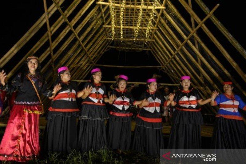 Kesenian rakyat Suku Pamona
