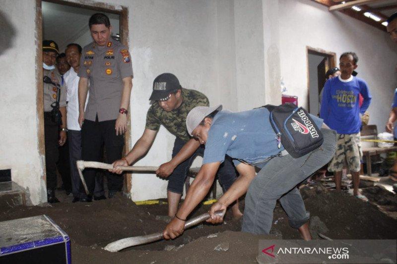 Jasad ditemukan dicor di lantai mushala, anak dan istri saling tuduh sebagai pelaku pembunuhan