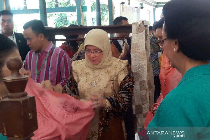 Permaisuri Malaysia mengunjungi pameran kain tradisional di Yogyakarta