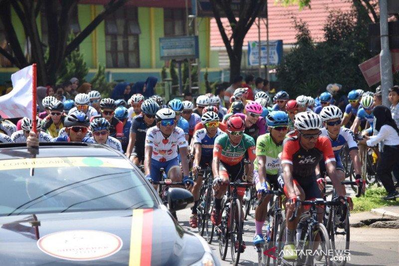 TdS etape V Payakumbuh diramaikan Pacu Itik dan dihibur artis Minang