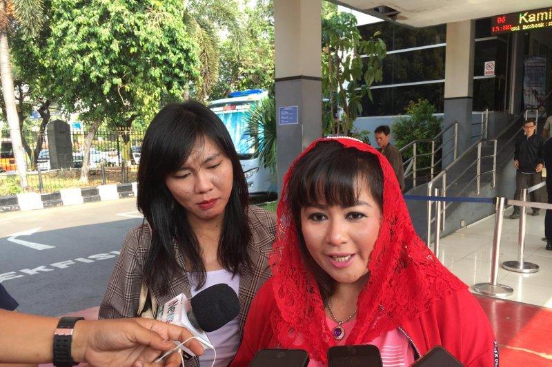 Dewi  laporkan Novel Baswedan ke Polda Metro Jaya