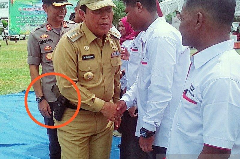 Polda Riau selidiki pistol yang dipamerkan Bupati Rokan Hulu