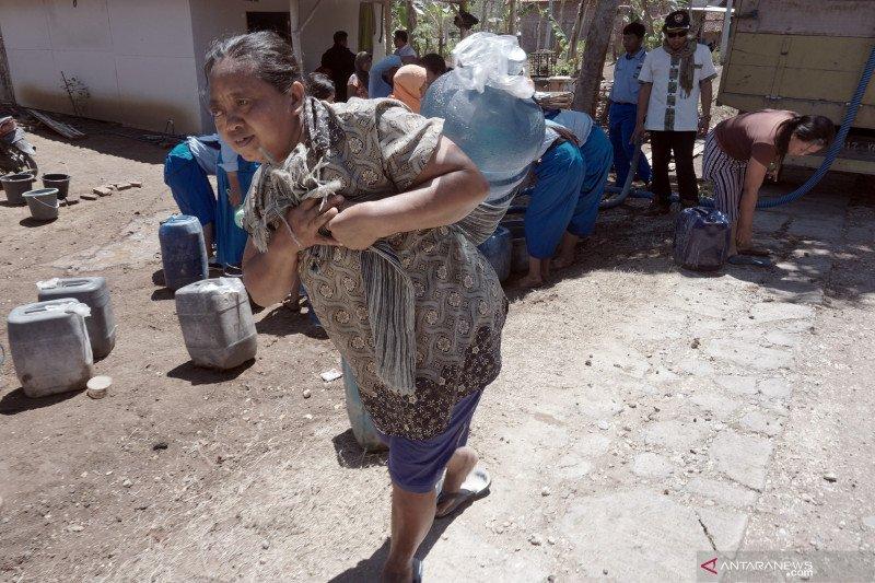 BPBD Trenggalek salurkan air bersih ke 60 desa terdampak kekeringan