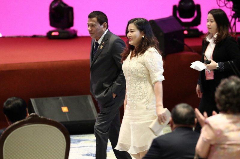 Leni Robredo terima tantangan Duterte perangi narkoba di Filipina