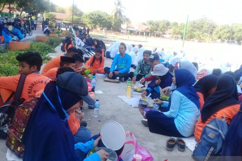 Siswa di Takalar belajar di luar kelas atas inisiasi Kemen-PPPA