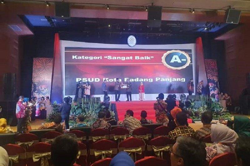 Padang Panjang terima penghargaan pelayanan publik terbaik