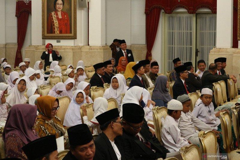 Puluhan anak  yatim  sambangi Istana peringati Maulid Nabi
