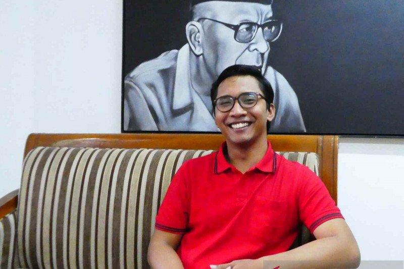 Gatot Gunawan tebar semangat Inggit Garnasih dalam Sekolah Ra'jat