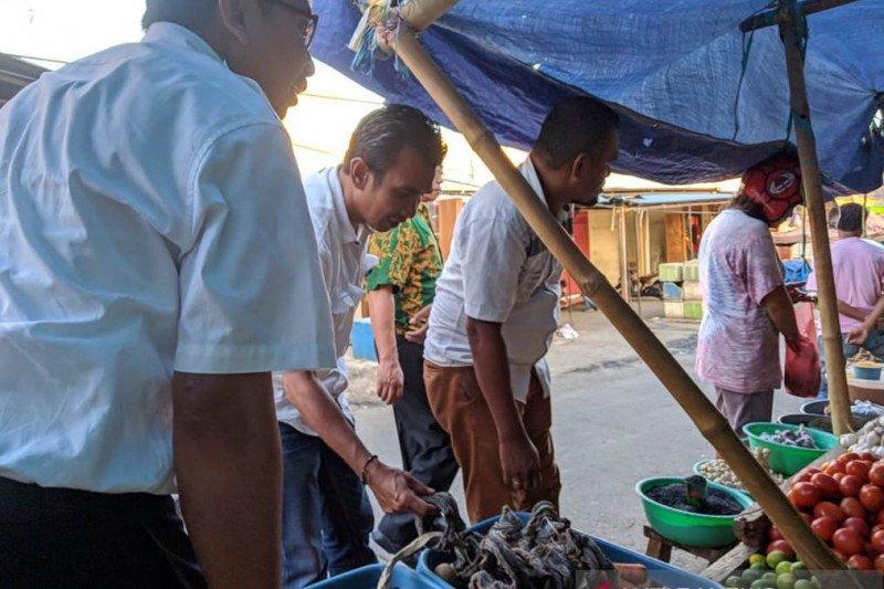 Ikan pari manta dijual bebas di pasar ikan