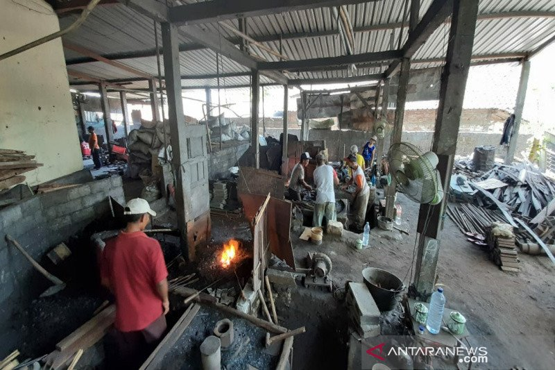 Pengrajin alat pertanian tradisional di Gunung Kidul tetap bertahan