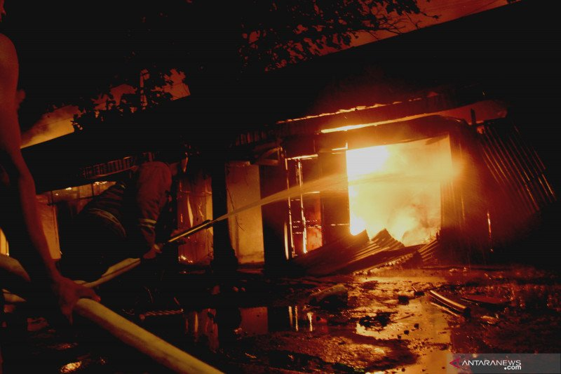 Kebakaran Pasar Ngunut hanguskan 70 persen kios pedagang