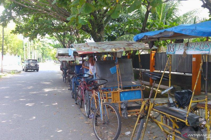 Eksistensi becak kayuh di Kota Padang