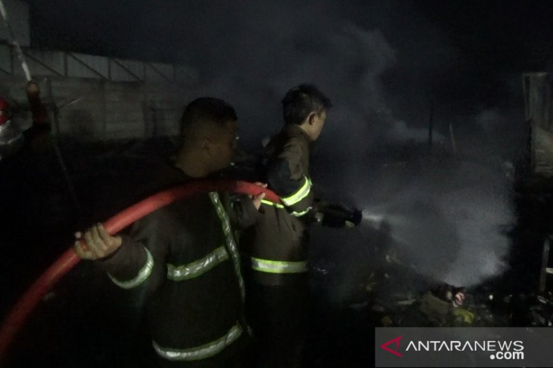 45 kios di pasar Citamiang Sukabumi terbakar