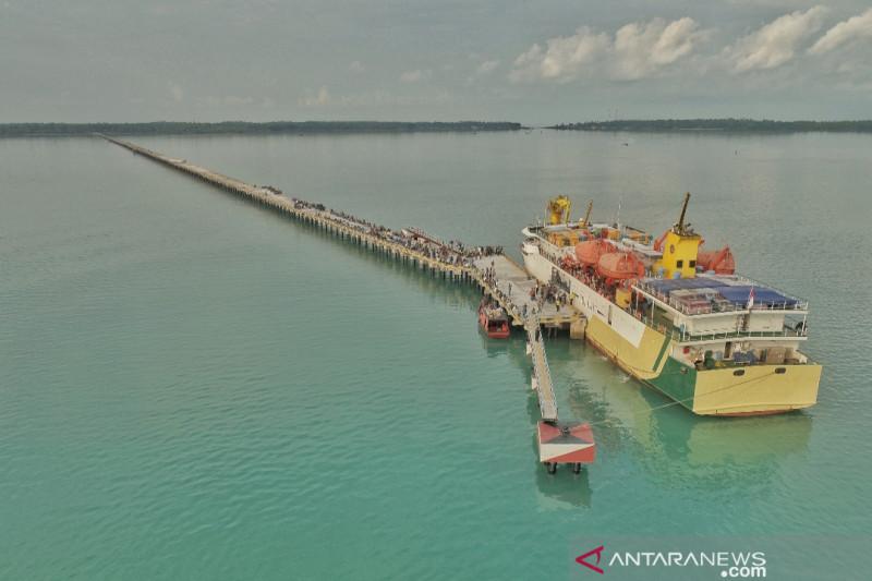 Sandar perdana kapal penumpang di Pulau Subi