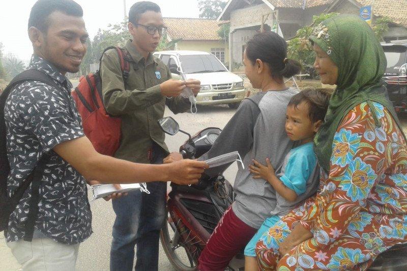 Organisasi pemuda di Waykanan bagikan masker kepada pengendara