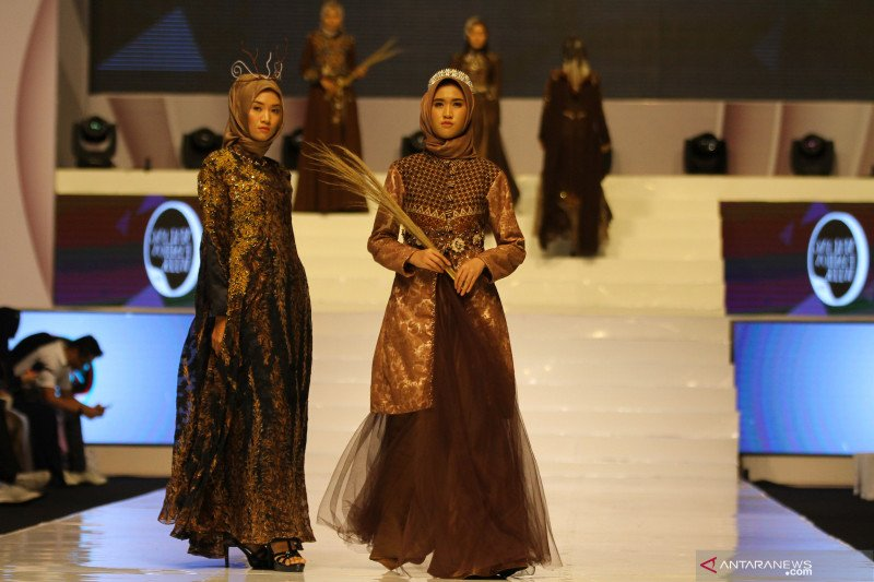 Peragaan busana batik jelang London Fashion Week