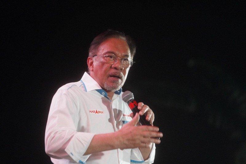 Anwar Ibrahim bantah Mahathir intervensi persidangan Najib Razak
