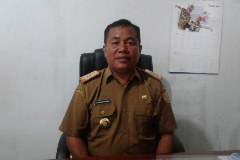 Sejumlah warga Baubau mengurus pindah penduduk karena melamar CPNS