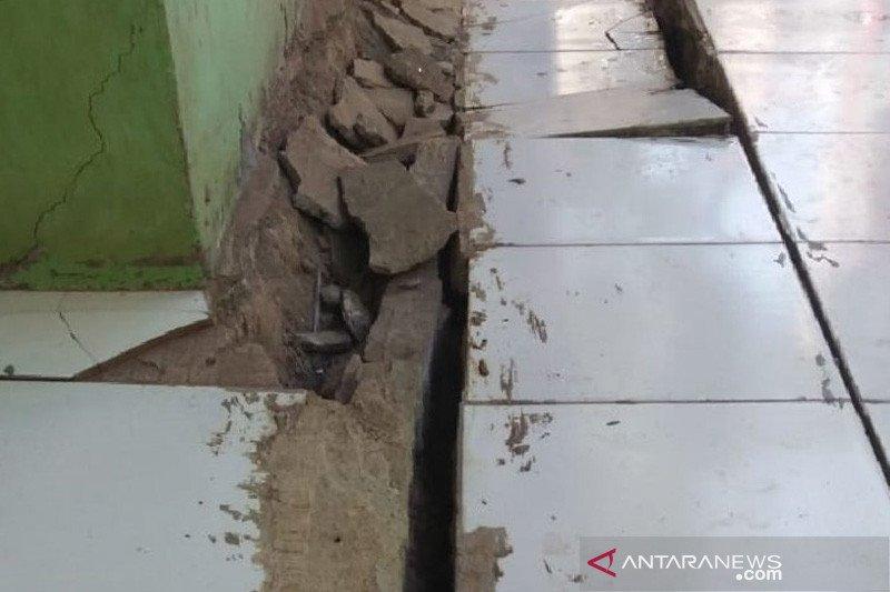 Pergerakan tanah sebabkan belasan rumah di Cibadak Sukabumi rusak