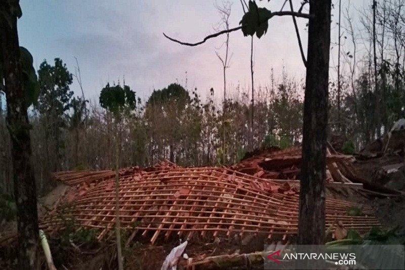 Angin kencang robohkan delapan rumah di Boyolali