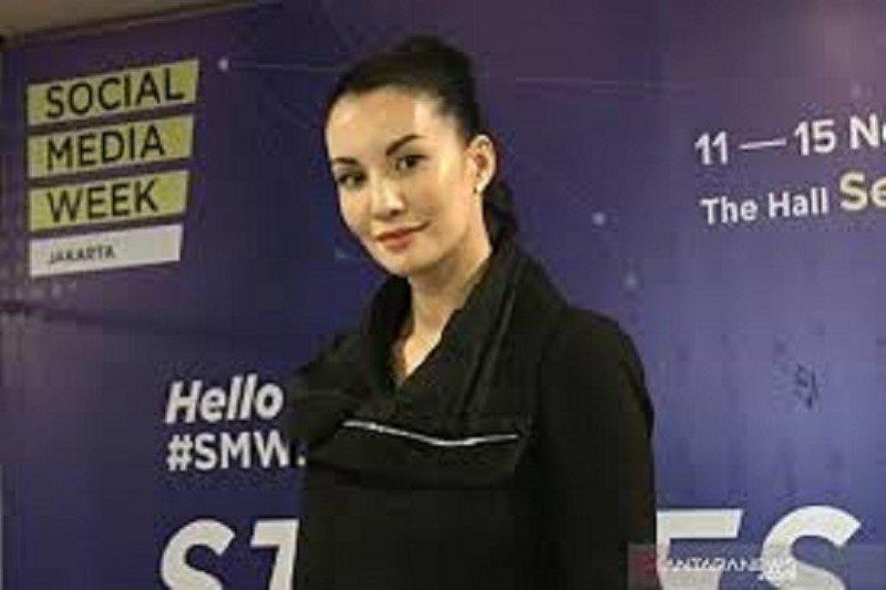 "Model dan influencer Nadya Hutagalung dukung Instagram hapus ""Like"""