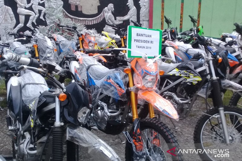Tokoh agama di Jayawijaya terima bantuan motor Presiden