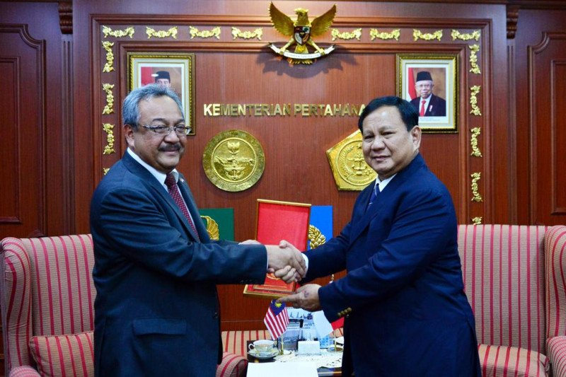 Prabowo receives courtesy call from Malaysian Ambassador