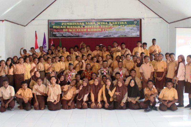 Gerakan Pramuka di Waropen-Papua mendapat pembinaan prajurit TNI