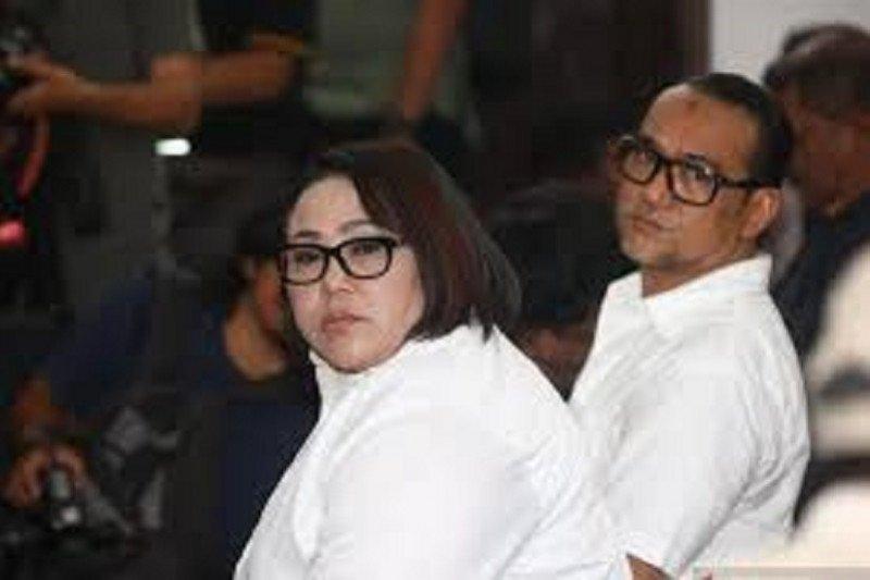 Komedian Srimulat Nunung dan suami dituntut 1,5 tahun penjara