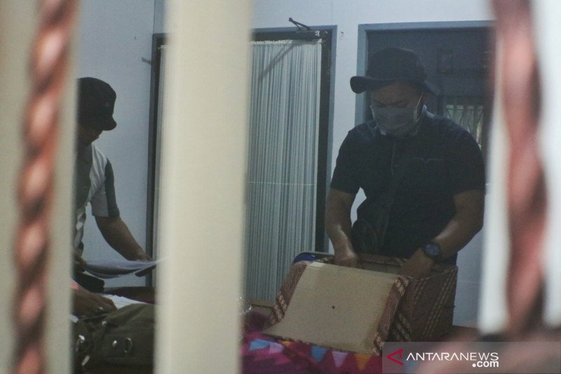 Penyidik kejaksaan sita dokumen dari Kantor Dispar Lombok Barat