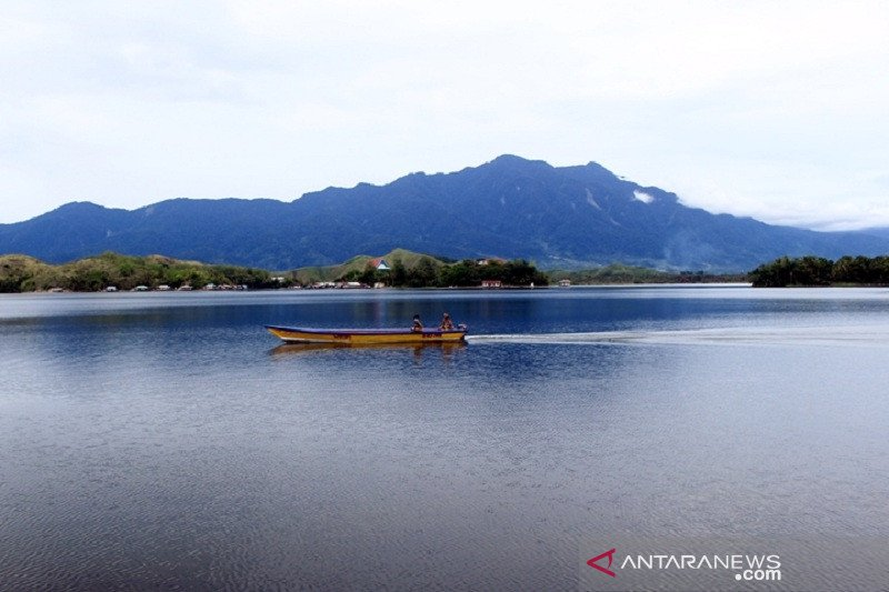 Bupati Jayapura Imbau Jaga Siklop dan Danau Sentani