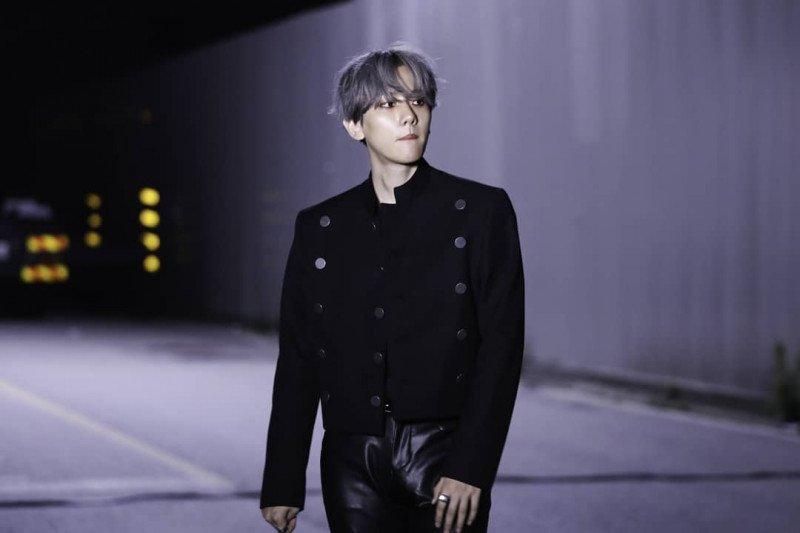 Baekhyun EXO nyanyikan