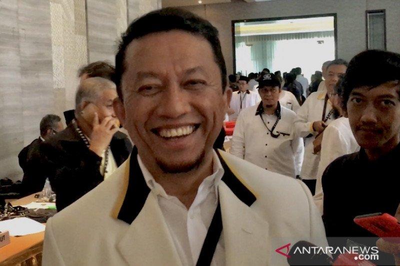 Disebut diusung sebagai calon Wali Kota Medan, Tifatul Sembiring tersenyum