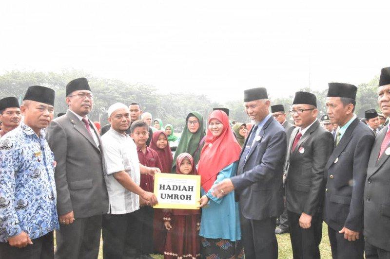 Padang umrahkan tiga keluarga pemenang Program 18-21